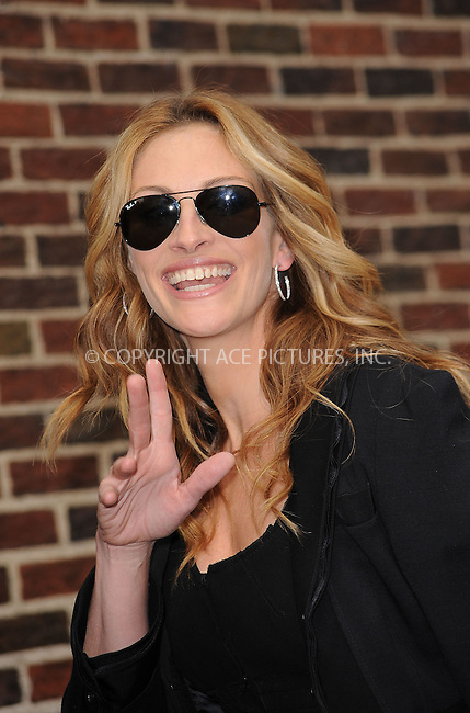 WWW.ACEPIXS.COM . . . . . ....June 9 2009, New York City....Actress Julia Roberts made an appearance at the 'Late Show with David Letterman' at the Ed Sullivan Theatre on June 9 2009 in New York City....Please byline: KRISTIN CALLAHAN - ACEPIXS.COM.. . . . . . ..Ace Pictures, Inc:  ..tel: (212) 243 8787 or (646) 769 0430..e-mail: info@acepixs.com..web: http://www.acepixs.com