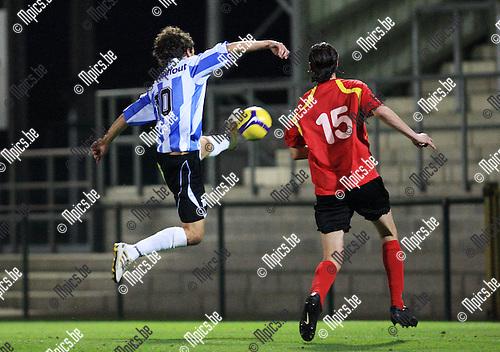 2010-09-18 / Voetbal / seizoen 2010-2011 / KFC De Kempen - Zwarte Leeuw / Martijn Plessers (Geel) probeert te scoren..Foto: Mpics