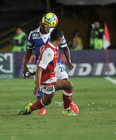 BOGOTA - COLOMBIA -21-09-2013: Juan Roa (Izq.) jugador de Independiente Santa Fe disputa el balón con Alex Diaz (Der.) jugador de Millonarios durante del partido en el estadio Nemesio Camacho El campin de la ciudad de Bogota, septiembre 20 de 2013. Independiente Santa Fe y Milonarios en juego por la fecha 10 de la Liga Postobon II. (Foto: VizzorImage / Luis Ramirez/ Staff.) Juan Roa (L) player of Independiente Santa Fe vies for the ball with Alex Diaz (R) of Millonarios during a match at the Nemesio Camacho El Campin Stadium in Bogota city, on September 20, 2013. Independiente Santa Fe and Millonarios in a game for the tenth date of the Postobon Leaguje II. (Photo VizzorImage /Luis Ramirez/ Staff.)