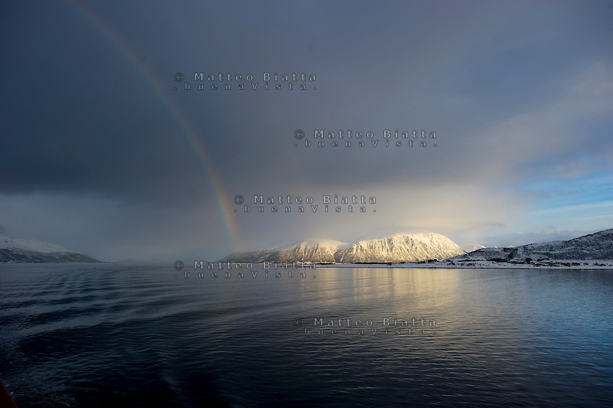 Isole Lofoten nella foto arcobaleno sul fiordo geografico Svolv&aelig;r 12/02/2016 foto Matteo Biatta<br /> <br /> Lofoten Islands in the picture rainbow on the fiord geographic Svolv&aelig;r 12/02/2016 photo by Matteo Biatta