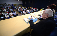 "BOGOTÁ -COLOMBIA. 10-10-2014. Francois Houtart, sociologo, interviene durante el encuentro por la ""Dignidad de las Víctimas del Genocidio contra La UP"" realizado hoy, 10 de octuber de 2014, en la ciudad de Bogotá./ Francois Houtart, sociologist, in his speech during the meeting for the ""Dignity of Victims of Genocide against The UP"" took place today, October 10 2014, at Bogota city. Photo: Reiniciar /VizzorImage/ Gabriel Aponte"