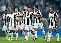 Calcio, Serie A: Juventus vs Fiorentina. Torino, Juventus Stadium, 20 agosto 2016.<br /> Juventus' players greet fans at the end of the Italian Serie A football match between Juventus and Fiorentina at Turin's Juventus Stadium, 20 August 2016. Juventus won 2-1.<br /> UPDATE IMAGES PRESS/Isabella Bonotto