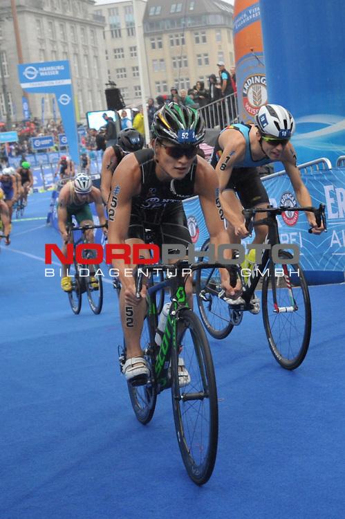 20160716,  Innenstadt, Hamburg, GER, Hamburg Wasser World Triathlon, Elite Maenner Sprintdistanz, im Bild Jumpei Furuya (JPN) auf dem Fahrrad im Feld Foto © nordphoto / Witke