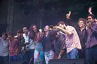 SÃO PAULO,SP, 20 DE ABRIL DE 2013 - SHOW EM HOMENAGEM A RAUL SEIXAS -Banda Letuce, DJ Vivi Seixas e   Benegão durante o Canta Raul projeto que presta homenagem ao cantor Raul Seixas. O festival, organizado pelo Centro Cultural Banco do Brasil-SP, celebra o seu aniversário e os de 40 anos do primeiro álbum de Raul, Krig-ha, Bandolo! No Vale do Anhagabaú na região central da capital paulista, neste sábado, 20. (FOTO RICARDO LOU - BRAZIL PHOTO PRESS)