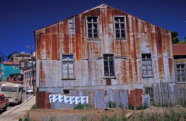 Ile de Chiloe. Architecture dans la ville de Chonchi. *** A house in Chonchi, Chiloe island.