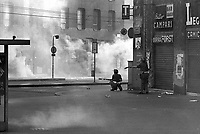 - crashs between young people of leftist groups and police after the attempt to interrupt a meeting of Fascists in Duomo square (Milan, 1978)<br /> <br /> - scontri fra giovani dei gruppi di sinistra e polizia dopo il tentativo di interrompere un comizio di fascisti in piazza del Duomo (Milano, 1978)