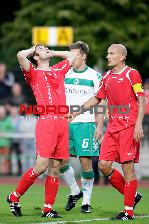 3. FBL 2008/2009 6. Spieltag Hinrunde<br /> Werder Bremen II U23 - Kickers Emden<br /> <br /> Nicolas Feldhahn (#6 GER Werder Bremen II). Rudolf Zedi (Kapit&scaron;n #2 Kickers Emden) und Jasmin Spahic (#15 Kickers Emden) nach einer Vertanen Chance.<br /> <br /> Foto &copy; nph (  nordphoto  ) *** Local Caption ***