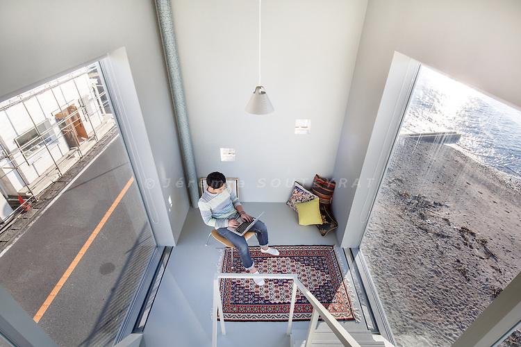 Zushi, December 21 2013 - Window house by Yasutaka Yoshimura