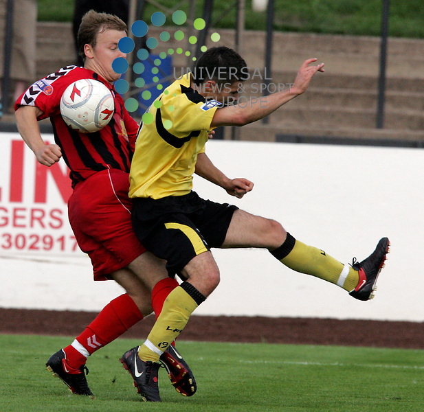 Berwick Oliver Russell and Livies Jason Talbot trying to win this loose ball