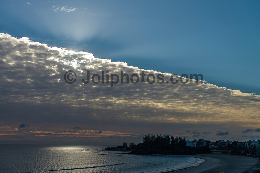 KIRRA, Queensland/Australia (Thursday, April 18, 2013) - Only a very small swell was hitting the Gold Coast today. Autumn weather has been producing amazing sunrises and some spectacular afternoon clouds.Photo: joliphotos.com