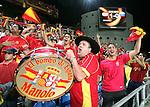 Fussball INTERNATIONAL EURO 2004 Spanien 1-0 Russland JUBEL spanische Fans beim Schlusspfiff;