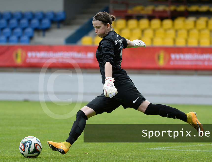 20150514 - BEVEREN , BELGIUM : Brugge's goalkeeper Lynn Senaeve  pictured during the final of Belgian cup, a soccer women game between SK Lierse Dames and Club Brugge Vrouwen , in stadion Freethiel Beveren , Thursday 14 th May 2015 . PHOTO DAVID CATRY