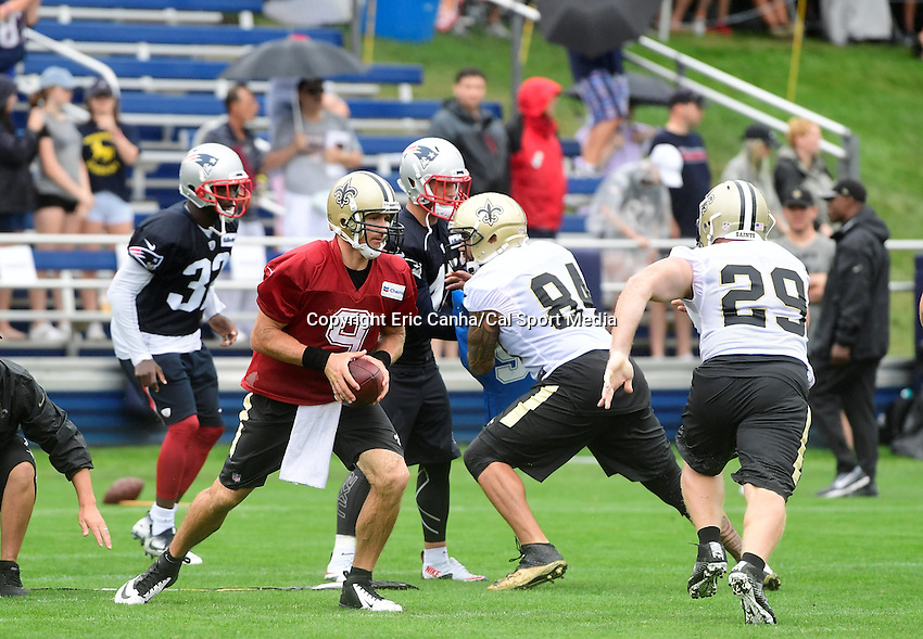Wednesday, July 27, 2016: New Orleans Saints quarterback Drew Brees (9) fakes a handoff at a joint training camp practice between New England Patriots and  the New Orleans Saints  training camp held Gillette Stadium in Foxborough Massachusetts. Eric Canha/CSM