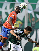 PALMIRA - COLOMBIA, 01-09-2019: Juan Ignacio Dinenno del Cali disputa el balón con Geisson Perea de Pasto durante partido entre Deportivo Cali y Deportivo Pasto por la fecha 9 de la Liga Águila II 2019 jugado en el estadio Deportivo Cali de la ciudad de Palmira. / Juan Ignacio Dinenno of Cali vies for the ball with Geisson Perea of Pasto during match between Deportivo Cali and Deportivo Pasto for the date 9 as part Aguila League II 2019 played at Deportivo Cali stadium in Palmira city. Photo: VizzorImage / Gabriel Aponte / Staff