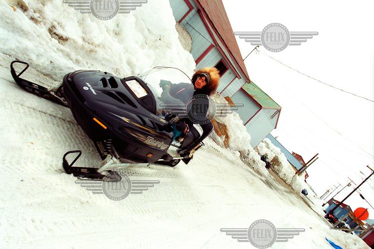 ©ÊKaren Robinson / Panos Pictures..Alaska, USA. 05/2001...Transport Inupiat Eskimo style in Shismaref village in Western Alaska.