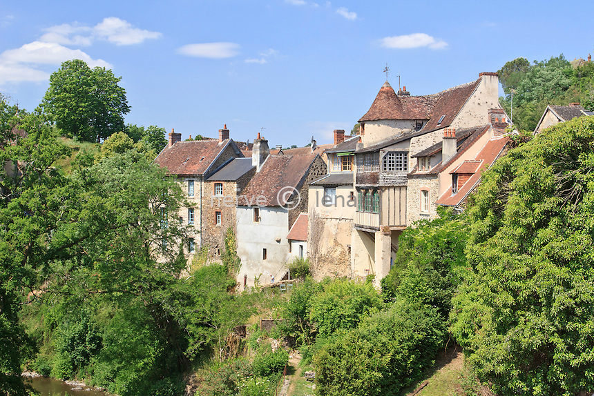 France, Indre(36), le Berry, vallée de la Creuse, Gargilesse-Dampierre, labellisé Les Plus Beaux Villages de France, le village // France, Indre, Berry region, Creuse Valley, Gargilesse Dampierre, labelled Les Plus Beaux Villages de France (The Most Beautiful Villages of France), the village and Gargilesse the river