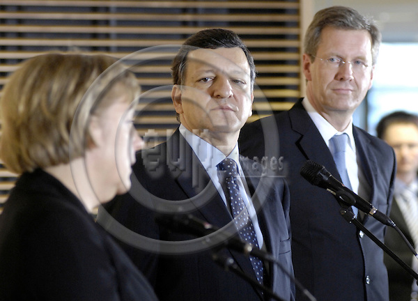 Brussels-Belgium - 07 March 2007---German Regional Prime Ministers hold their Ministerpraesidentenkonferenz in Brussels; here, a joint press briefing / doorstep at the end of their meeting / visit at the European Commission: Angela MERKEL (le), Federal Chancellor of Germany, José Manuel BARROSO (ce), EC-President, Christian WULFF (ri), Prime Minister of Niedersachsen and acting President of the Ministerpraesidentenkonferenz---Photo: Horst Wagner/eup-images