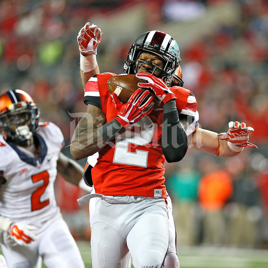 Ohio State Buckeyes running back Dontre Wilson (2) pull in  TD reception early in the third quarter against Illinois  at Ohio Stadium on November 1, 2014. (Chris Russell/Dispatch Photo)