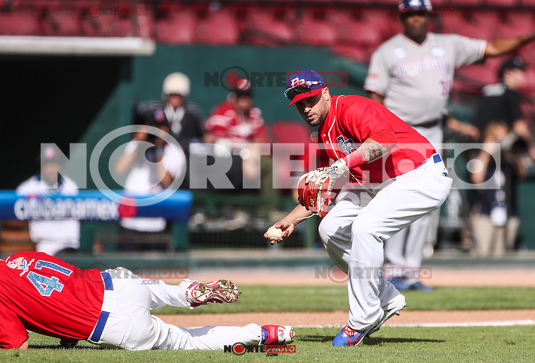 David Vidal  de Puerto Rico hace un tipo a Primera base, durante el partido de beisbol de la Serie del Caribe entre Republica Dominicana vs Puerto Rico en el Nuevo Estadio de los Tomateros en Culiacan, Mexico, Sabado 4 Feb 2017. Foto: Luis Gutierrez/NortePhoto.com<br /> <br /> Actions, during the Caribbean Series baseball match between Dominican Republic vs Puerto Rico at the New Tomateros Stadium in Culiacan, Mexico, Saturday 4 Feb 2017. Photo: Luis Gutierrez / NortePhoto.com