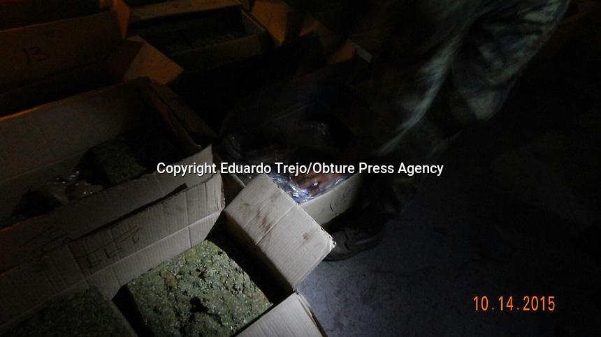 San Juan del R&iacute;o, Qro. 14 octubre 2015.- Decomisa el ej&eacute;rcito 300 paquetes de marihuana en la Caseta de Cobro de Palmillas en este municipio. La droga fue detectada dentro de un cami&oacute;n de carga al momento de una inspecci&oacute;n de rutina.<br /> Tras un impresionante operativo, el veh&iacute;culo y la droga fueron trasladados al Ministerio P&uacute;blico Federal ubicado en el centro de la ciudad.