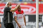 Niko Gießelmann (F95) lässt sich von Mannschaftsarzt Ulf Blecker behandeln, Torwart Florian Kastenmeier (F95)<br /><br /><br />20.06.2020, Fussball, 1. Bundesliga, Saison 2019 / 2020<br />33.Spieltag, Fortuna Duesseldorf : FC Augsburg<br /><br />Foto : NORBERT SCHMIDT/POOL/ via Meuter/nordphoto<br /><br />Nur für journalistische Zwecke ! Only for editorial use .
