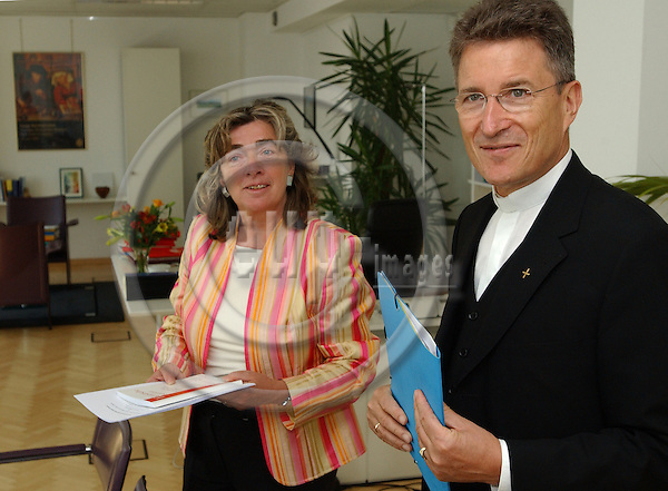 Brussels-Belgium - May 25, 2004---Bishop Dr. Wolfgang HUBER, Chairperson of the Council of the Evangelical Church of Germany (EKD, Protestant, Lutheran), meets with Michaele SCHREYER, German member of the European Commission and in charge of 'Budget'; in the office of the Commissioner---Photo: Horst Wagner/eup-images