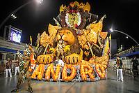 SAO PAULO, SP, 10 FEVEREIRO 2013 - CARNAVAL SP - LEANDRO DE ITAQUERA - Integrantes da escola de samba Leandro de Itaquera  durante desfile do grupo de acesso no Sambódromo do Anhembi na região norte da capital paulista, neste domingo (10).