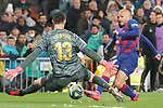 Real Madrid's Thibaut Courtois (l) and FC Barcelona's Martin Braithwaite during La Liga match. March 1,2020. (ALTERPHOTOS/Acero)