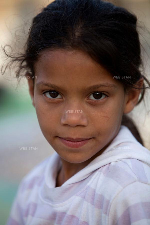 Algerie. Village El Malah _ Rio Salado. 14 Avril 2011.Portrait d'une fillette.<br /><br /><br />Algeria, El Malah_Rio Salado village. April 14th 2011<br />Portrait of a little girl.