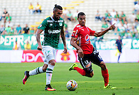 CALI - COLOMBIA -07-08-2016: Ronnie Fernandez (Izq.) jugador de Deportivo Cali disputan el balón con Juan Cabezas (Der.) jugador de Deportivo Independiente Medellin, durante partido entre Deportivo Cali y Deportivo Independiente Medellin, por la fecha 7 de la Liga Aguila II-2016, jugado en el estadio Deportivo Cali (Palmaseca) de la ciudad de Cali. / Ronnie Fernandez (L) player of Deportivo Cali vies for the ball with Juan Cabezas (R) player of Deportivo Independiente Medellin, during a match between Deportivo Cali and Deportivo Independiente Medellin, for the date 7 for the Liga Aguila II-2016 at the Deportivo Cali (Palmaseca) stadium in Cali city. Photo: VizzorImage  / Nelson Rios / Cont.