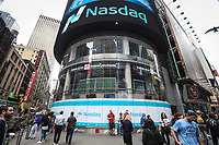 NEW YORK, NY, 08.06.2017 - BOLSA-NASDAQ - Movimentaçao de pessoas em frente a bolsa de valores Nasdaq localizada na Times Square em Manhattan New York . (Foto: Vanessa Carvalho/Brazil Photo Press)