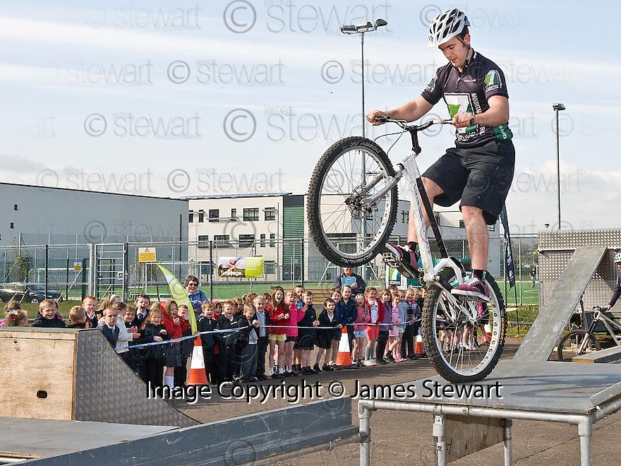 22/04/2010   Copyright  Pic : James Stewart.07_bowhouse_bikes  .::  BOWHOUSE PRIMARY SCHOOL GRANGEMOUTH :: 7 STANES MOUNTAIN BIKE DISPLAY TEAM :: .