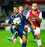 Nederland, Alkmaar, 20 oktober  2012.Eredivisie.Seizoen 2012-2013.AZ-N.E.C..Youri Loen van N.E.C. in duel om de bal met Roy Beerens van AZ