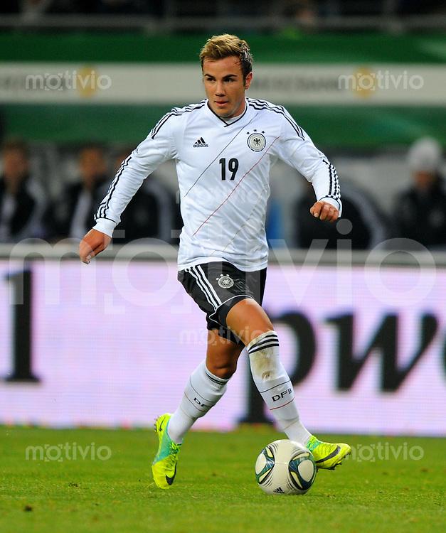 15. November 2011: Hamburg, Imtech-Arena: Fussball Laenderspiel (Testspiel): Deutschland - Niederlande: Deutschlands Mario Goetze am Ball.
