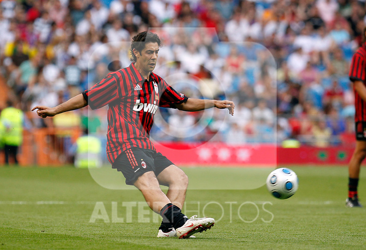 Madrid (30/05/10).- Estadio Santiago Bernabeu..Corazon Classic Match 2010.Real Madrid Veteranos 4- Milan Glorie 3.Rui Costa...Photo: Alex Cid-Fuentes/ ALFAQUI.