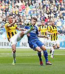 Nederland, Arnhem, 1 april 2012.Eredivisie.Seizoen 2011-2012.Vitesse-AZ.Alexander Buttner (l.) van Vitesse  en Johann Berg Gudmundsson (r.) van AZ strijden om de bal
