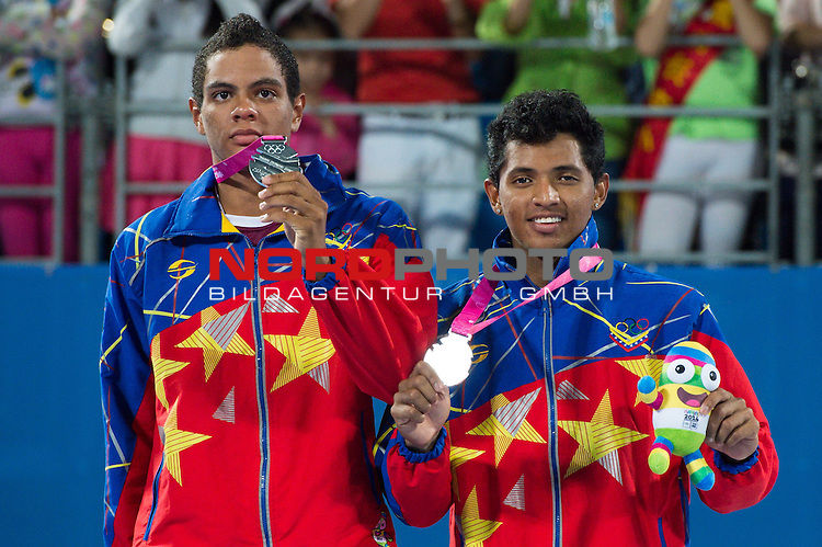 27.08.2014, Nanjing, Youth Olympic Sports Park<br /> Youth Olympic Games 2014, Siegerehrung<br /> <br /> 2. Platz / Silber / Silbermedaille: Rolando Hernandez (VEN) und Jose Gregorio &bdquo;Tigrito&ldquo; Gomez (VEN)<br /> <br />   Foto &copy; nordphoto / Kurth