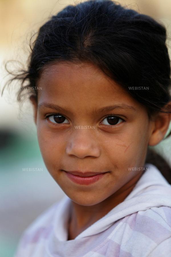 Algerie. Village El Malah _ Rio Salado. 14 Avril 2011.Portrait d'une fillette.<br /> <br /> <br /> Algeria, El Malah_Rio Salado village. April 14th 2011<br /> Portrait of a little girl.