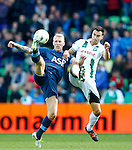 Nederland, Groningen, 7 oktober  2012.Seizoen 2012-2013.Eredivisie.FC Groningen-Feyenoord.Lex Immers (l.) van Feyenoord en Tim Sparv (r.) van FC Groningen strijden om de bal.