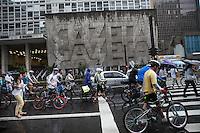 SAO PAULO, SP, 17 DE MARCO 2013 - Protesto contra o atropelamento do ciclista David Santos - Protesto contra o atropelamento do ciclista David Santos Sousa, que no último domingo (10) foi atropelado e teve o braço direito arrancado..Local: Avenida Paulista  - Sao Paulo/SP .(FOTO: POLINE LYS / BRAZIL PHOTO PRESS).
