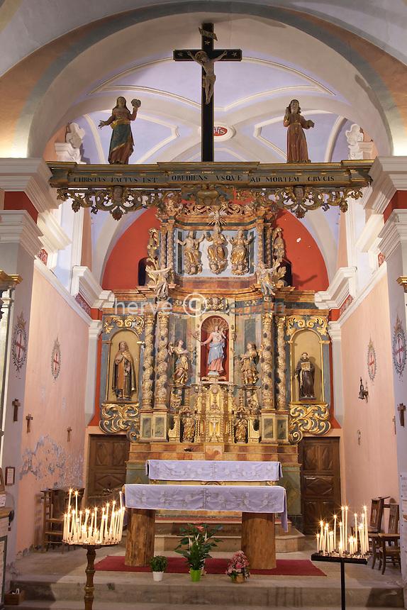 France, Rhône-Alpes, Haute-Savoie (74), Les Contamines-Montjoie, la chapelle Notre-Dame-des-Gorges, le choeur et le retable baroque.