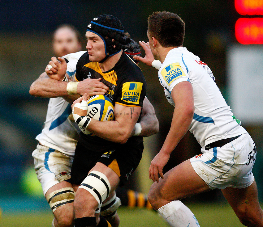 Photo: Richard Lane/Richard Lane Photography. London Wasps v Exeter Chiefs. Aviva Premiership. 05/01/2014. Wasps' Guy Thompson attacks.