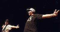 """SÃO PAULO, SP, 25 DE MARÇO DE 2012 - SHOW CHARLIE BROWN JR.:  A banda santista Charlie Brow Jr. realizou um show na noite deste sabado (24) no Credicard Hall, zona sul da cidade. A apresentação faz parte do lançamento do DVD """"Musica Popular Caiçara"""" e também marcou a re-estréia do baixista Champignon e do guitarrista Marcão, ambos da formação original. FOTO: LEVI BIANCO - BRAZIL PHOTO PRESS"""