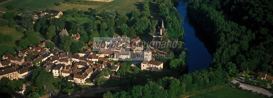 Europe/France/Aquitaine/24/Dordogne/Vallée de la Dordogne/Saint-Léon-sur-Vézère: Le village et le Château de Clérans- Vue aérienne