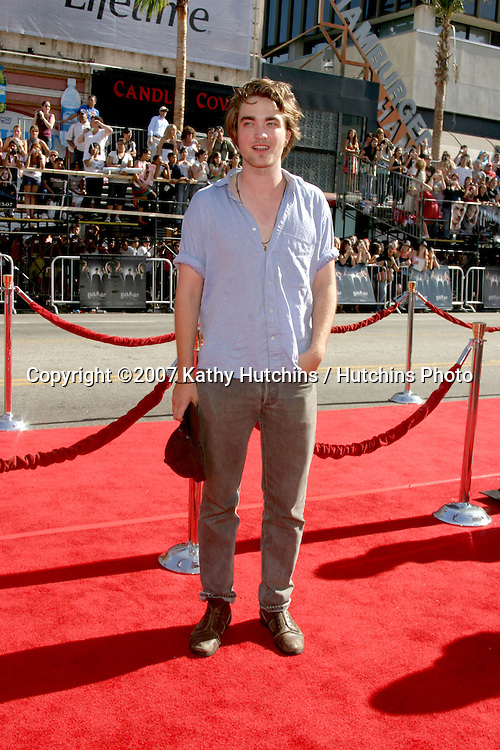 """Robert Pattinson.U.S. Premiere of """"Harry Potter and the Order of the Phoenix"""".Grauman's Chinese Theater.Los Angeles, CA.July 8, 2007.©2007 Kathy Hutchins / Hutchins Photo..."""