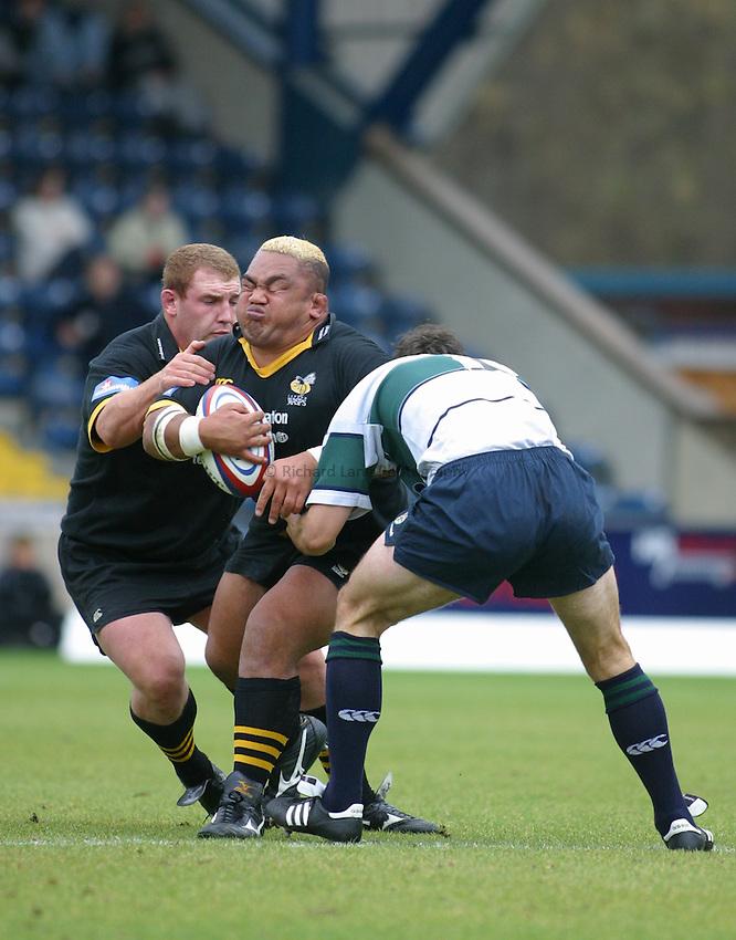 Photo: Jo Caird.Wasps v London Irish.Zurich Premiership 2003/4.19/10/2003..Trevor Leota attacks.