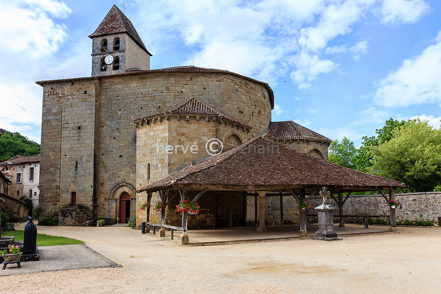 France, Dordogne (24), Saint-Jean-de-Côle, labellisé Les Plus Beaux Villages de France, la halle et l'église Saint-Jean-Baptiste