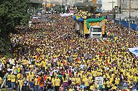 SAO PAULO, SP, 07/06/2014, MARCHA PARA JESUS. Nesse sabado (07) acontece a Marcha para Jesus em Sao Paulo. A concentracao foi na Estacao da Luz, na foto a Av Tiradentes tomada por fieis.Luiz Guarnieri/ Brazil Photo Press.