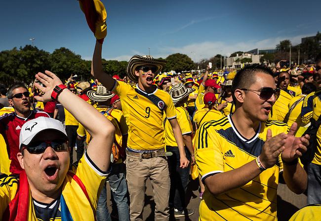 Hinchas de Colombia llegan al estadio Man&eacute; Garrincha para el partido antes Costa de Marfil.Brasilia.19 Junio 2014<br /> <br /> . Lorenzo Moscia/Archivolatino<br /> <br /> <br /> lCOPYRIGHT: Archivolatino<br /> Solo para uso editorial, prohibida su venta y su uso comercial.eccion Colombia en Brasilia