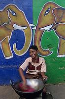 "Asie/Inde/Maharashtra/Bombay: Enfant près de ""Bangaga Temple"""